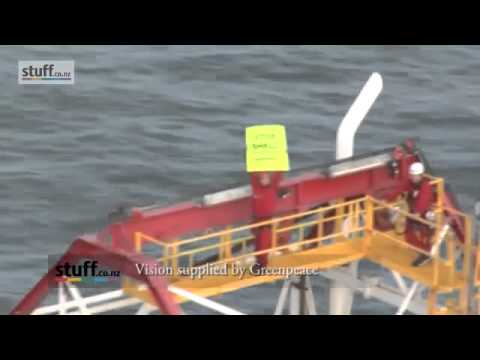 корабль из ракушек Video from the Greenpeace protest involving actress Lucy Lawless on a Shell oil ship.